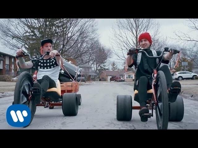「twenty one pilots(トゥエンティ・ワン・パイロッツ) おすすめ曲・アルバム」のアイキャッチ画像