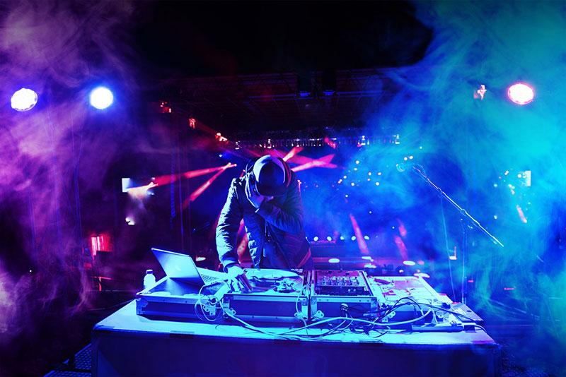 「【洋楽】おすすめの人気EDMアーティスト・人気DJ」のアイキャッチ画像